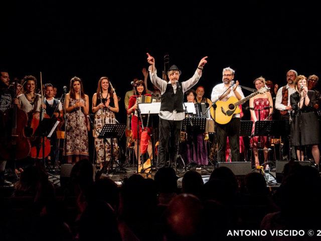 OMA-ringraziamenti-con-Dario-Brunori---foto-Antonio-Viscido
